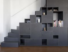 Vazio Apartement von AR Arquitetos - New Ideas Stair Shelves, Staircase Storage, Staircase Railings, Stair Storage, Staircase Design, Staircases, Flooring For Stairs, Basement Stairs, House Stairs