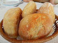 Będą idealne na śniadanie lub kolację. Te bułki pszenne zawsze się udają, a ich przygotowanie jest niezwykle proste. Polecamy każdemu, kto ma ochotę na pyszne domowe pieczywo bez konieczności wychodzenia do piekarni. Bread, Food, Brot, Essen, Baking, Meals, Breads, Buns, Yemek