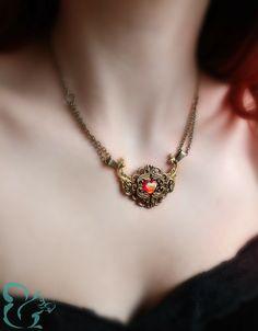 Romantische Halskette Leandra mit barocken Zierelementen und einem roten Herzen im Zentrum.  €16,95 Mehr auf: http://de.dawanda.com/shop/JuliHoernchen #Fantasyschmuck #Herz #Liebe #Halskette