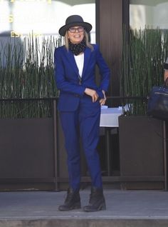 Diane Keaton Photos Photos - Diane Keaton grabs lunch with some friends at The Palm while out and about in Beverly Hills on September 30, 2016. - Diane Keaton Grabs Lunch With Friends at The Palm in Beverly Hills