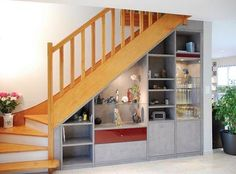 Pin by Christine Bailliez on maison propre Small Staircase, Modern Stair Railing, Staircase Storage, Stair Railing Design, Home Stairs Design, Home Interior Design, Living Room Under Stairs, Shelves Under Stairs, Chettinad House