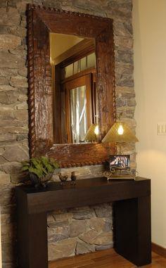 Recibidor, me interesa el espejo y lo que que veo en él que son las puertas que separan el recibidor del resto de la casa.