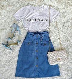 Looks com Saia Jeans: Dicas de como usar e montar looks incríveis Girls Fashion Clothes, Teen Fashion Outfits, Cute Fashion, Outfits For Teens, Skirt Fashion, Summer Outfits, Moda Fashion, Fashion Dresses, Fashion Fashion