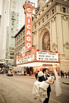 Calling all Chicago brides! You'll love this modern, elegant real wedding at the Rookery
