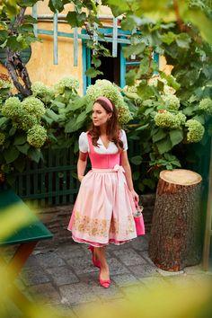 Paisley, Dirndl Dress, Traditional Outfits, Salzburg, Breast, Flower Girl Dresses, Vogue, Summer Dresses, Stylish