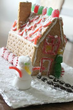 Graham cracker gingerbread house...CUTE!!