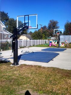 Ain't the weather gorgeous? It is a perfect day to shoot some Pro Dunk Platinum Basketball System hoops.