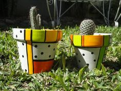 Macetas Pau Sa Painted Clay Pots, Painted Flower Pots, Hand Painted, Clay Pot Projects, Clay Pot Crafts, Paint Garden Pots, Garden Art, Terracotta Flower Pots, Pot Jardin