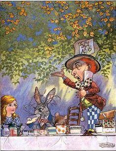 """LETTERATURA - Alice: """"non sono bionda, è che mi disegnano così"""", da John Tenniel alla Disney - http://www.wuz.it/articolo-libri/4275/alice-specchio-brani-citazioni-illustrazioni.html"""
