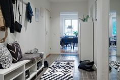 The Swedes have the secret fot renovations of places located in classics and old buildings, but done in an accessible manner to everyone Entry Hallway, Entrance Hall, Entryway, Old Buildings, Hallway Decorating, House 2, Scandinavian Style, Sweet Home, Living Room