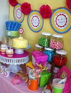 Girls Birthday Party : Table decoration of Cupcake theme
