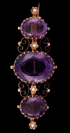 Victorian Amethyst and Pearl Brooch of Gold lth c cm wth c 2 cm wt c 9 g Victorian Jewelry, Antique Jewelry, Vintage Jewelry, Antique Gold, Purple Jewelry, Amethyst Jewelry, Sapphire Bracelet, Deco Retro, Malva