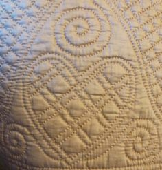 Quilted heart from an antique Welsh quilt Old Quilts, Antique Quilts, Mini Quilts, Vintage Quilts, Vintage Sewing, Hand Quilting Patterns, Quilting Stencils, Free Motion Quilting, Quilting Ideas