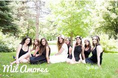 Foto de grupo de la novia con sus amigas celebrando su despedida de soltera en Madrid. http://www.milamoresfotografia.com/fotografia-de-celebraciones/despedida-de-soltera-celine