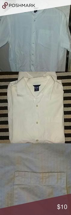 Mens Short Sleeve Button-Up Shirt /Medium Mens medium shirt. Crisp clean white short sleeve dress shirt with one front pocket and vertical raised pinstripes. 100% cotton. GAP Shirts Dress Shirts
