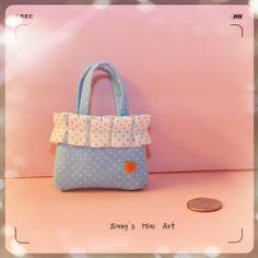 1:6 hand made fabric Handbag.   Perfect for Barbie dolls.
