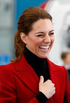 Kate Middleton Photos - Catherine, Duchess of Cambridge visit Caernarfon coastguard search and rescue helicopter base on May 2019 in Caernarfon, Wales. - The Duke And Duchess Of Cambridge Visit North Wales Duchess Kate, Duke And Duchess, Duchess Of Cambridge, Princess Kate, Princess Charlotte, Queen Kate, William Kate, Prince William, Kate Middleton Photos