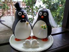 Topo de Bolo para Casamento Tema Pinguins. Base de 15cm de diâmetro. Fazemos outros temas.  Favor ler as políticas da loja. R$ 100,00
