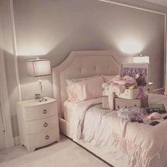 Chanel #2 (Ariana)'s bedroom in Scream Queens.