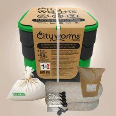 City Worms est le lombricomposteur ultime d'appartement et de maison au meilleur prix vers et livraison compris ! Made in France et pas cher disent nos vers Permaculture, Faire Son Compost, Terre Nature, Zero Waste Store, My Test, Worm Farm, Worm Composting, Made In France, Worms