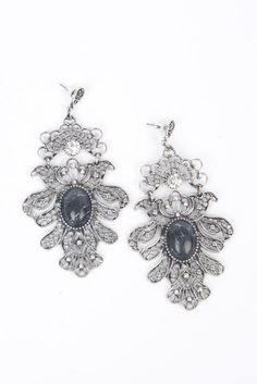 Jaelyn Drop Earrings | Add shine to your ensemble with earrings that matter. Our Jaelyn Drop Earrings have it all, and take the term statement earring to a whole new level. Let these silver beauties be the star of the show and brighten up any night!