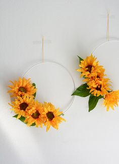 DIY: Fast flower wreath for weddings - Home Page Summer Fun, Summer Time, Diy Wedding, Wedding Flowers, Fast Flowers, Diy Hanging, Autumn Theme, Fall Harvest, Flower Decorations