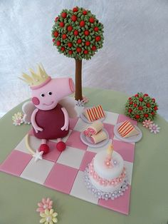 Fairy Peppa Pig Cake - funny looking Peppa but I like the rest of the cake especially the tree . Cupcakes, Cupcake Cakes, Pig Cakes, Fondant Cakes, Fiestas Peppa Pig, Little Girl Cakes, Peppa Pig Birthday Cake, Biscuit, Cake Decorating With Fondant