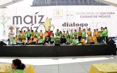 El Maíz es la raíz. La secretaria de Cultura, Lucía García Noriega, dio la bienvenida a los niños y niñas de diferentes zonas de la ciudad de México a El Maíz es la raíz y entregó los premios a los ganadores del concurso en texto, dibujo y maquetas, donde los infantes plasmaron su visión de la importancia del maíz en la sociedad. Foto/Secretaría de Cultura