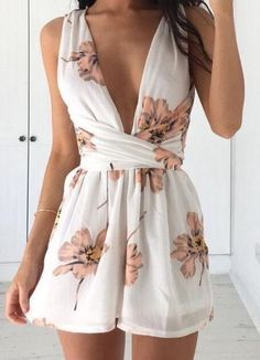 Back at it again with more awesome summer outfits you just can't miss! This time around with the most trending romper and playsuit ideas for you to wear. Mode Outfits, Fashion Outfits, Fashion Trends, Latest Fashion, Fashion Women, Fashion Ideas, Style Fashion, Cheap Fashion, 90s Fashion