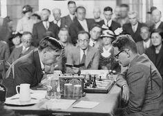 Max Euwe & Mikhail Botvinnik                                                                                                                                                                                 Mehr