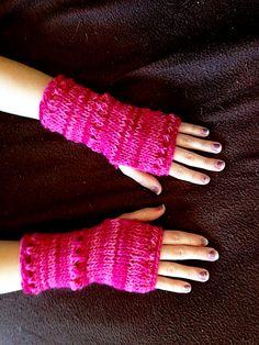 Ravelry: Fingerless Eyelet Gloves pattern free pattern