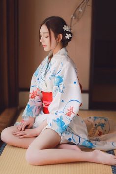 shared a photo from Flipboard Beautiful Japanese Girl, Cute Japanese, Japanese Beauty, Asian Beauty, Chinese Kimono, Japanese Kimono, Yukata, Japan Girl, Sexy Asian Girls