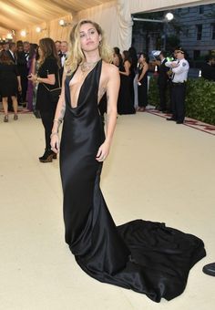 Miley Cyrus sexy attends the MET Costume Institute Gala in New York, The singer wore stunning black dress without a bra. Gala Dresses, Red Carpet Dresses, Nice Dresses, Ambre Heard, Celebrity Red Carpet, Celebrity Style, Celebrity Dresses, Stella Mccartney, Met Gala Outfits