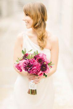 Stylish raspberry and gold wedding - Chic & Stylish Weddings