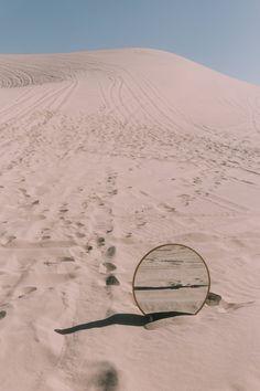 Mirror Photography, Desert Photography, Photography Themes, Creative Photography, Instalation Art, Le Pilates, Desert Dream, Mood Images, Desert Fashion
