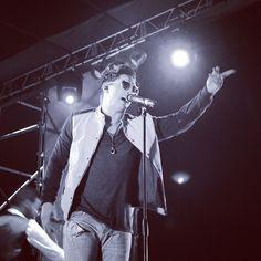 """Disfrutando de @victordrija cantando """"Amanecer"""" en Operación Furruco con @hot94fm #PlanCusica   Cusica.com  """