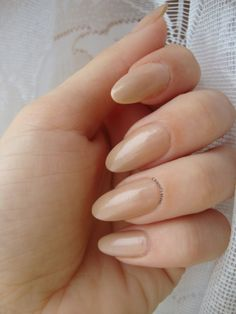 I absolutely love almond nails! <3