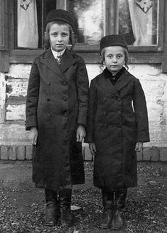 Hasidic Jewish boys from Blazowa, Poland (1938), Saul Davis, Flickr Creative Commons.