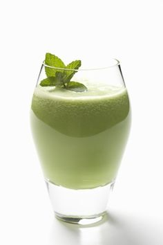Pat's Favorite Smoothie Recipe Greena-Colada Avocado Smoothie 1 cup frozen pineapple chunks 1 cup coconut water (or if you can't find it, use almond milk or plain water) avocado 1 packet Recharge (whey protein) to 1 tbsp coconut oil 4 ice cubes Avocado Smoothie, Mojito Smoothie Recipe, Juice Smoothie, Healthy Juice Recipes, Healthy Juices, Healthy Drinks, Whole Food Recipes, Healthy Eating, Green Juice Benefits