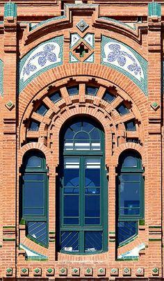 Barcelona - Teodor Roviralta 005 d Barcelona Architecture, Brick Architecture, Art Nouveau Architecture, Unique Architecture, Brick Archway, Gaudi, Brick Works, Brick Art, Model House Plan