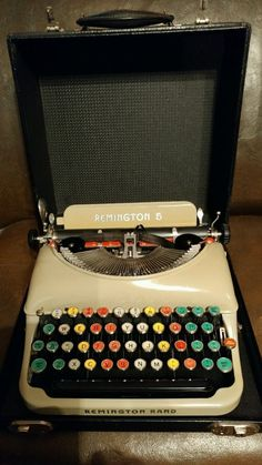 VINTAGE REMINGTON RAND 5 TYPEWRITER AND CASE 1936 Colored Keys Near Mint