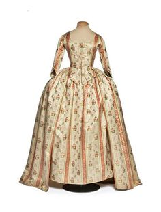 vestido español siglo XVIII