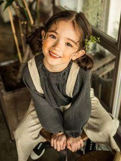 Photographer: Song Hana Hair & Make up: Hanareum Model: Na Bé Children Photography, Portrait Photography, Cute Kids, Cute Babies, Pretty People, Beautiful People, Pose Reference, Beautiful Children, Belle Photo