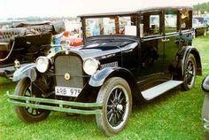 440px-Dodge_Series_124_4-Door_Sedan_1927