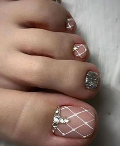 Newest Free of Charge Toe Nail Art pedicures Popular Usually if we presume regarding feet, the world thinks they are filthy and definite… in 2020 Simple Toe Nails, Pretty Toe Nails, Cute Toe Nails, Summer Toe Nails, Cute Acrylic Nails, Pretty Pedicures, Toe Nail Color, Toe Nail Art, Toe Nail Designs