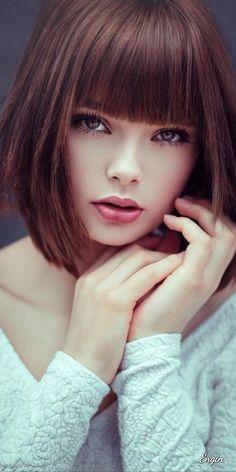Marie Grippon Most Beautiful Faces, Beautiful Eyes, Beautiful Women, Girl Face, Woman Face, Brunette Beauty, Hair Beauty, Medium Hair Styles, Short Hair Styles