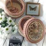 Penye İpten Sepet Örnekleri - Mimuu.com Crochet Motifs, Crochet Circles, Crochet Doilies, Crochet Stitches, Crochet Patterns, Crochet Home, Crochet Crafts, Crochet Projects, Knit Crochet