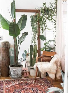 Small Space Decor Tips From A 650 Square Foot Bohemian Apartment - Bedroom Nook Apartment Plants, Dream Apartment, Bedroom Plants, Home Decor Bedroom, Bedroom Nook, Bedroom Ideas, Bedroom Small, Decorating Small Spaces, Decorating Tips