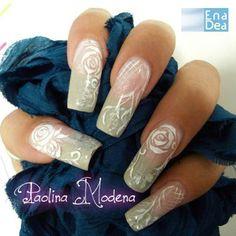Toni delicati e romantici... sono davvero un'ottima scelta per una Nail Art elegante e originale. http://www.decorazioneunghie.com/photo/gallery/struttura-in-gel-con-foglia-oro-e-micropittura