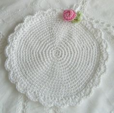 white potholder - simply and beautiful  ~~This is pretty but not for my kitchen... I'd make two and sew them  together for a bridal bag.